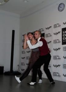 šokių pora tarsi nenugalima jėga